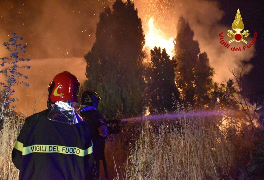Incendi nelle vicinanze di  Palermo, Sicilia. (Photo by STRINGER / Vigili del Fuoco / AFP)