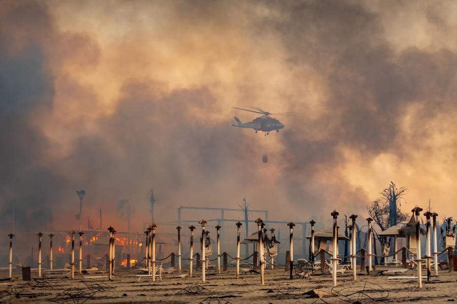 Le Capannine beach  -  Catania. (Roberto Viglianisi/via REUTERS)