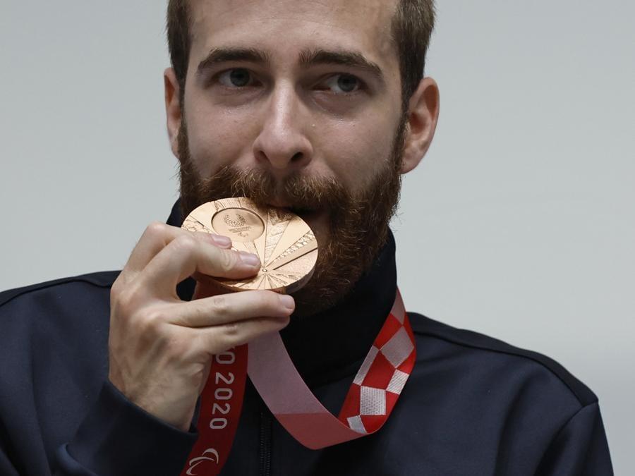 L'italiano Andrea Liverani ha conquistato la medaglia di bronzo nella carabina mista 10 metri standing Sh2(REUTERS/Issei Kato)