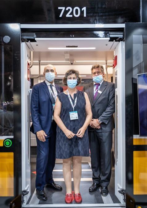 Da sinistra: Arrigo Giana, Direttore Generale ATM; Gioia Ghezzi, Presidente ATM; Iñigo Parra, CEO di Stadler Rail Valencia