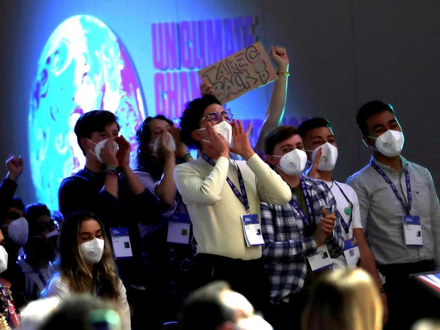 """Attivisti alla conferenza  """"Youth4climate: driving ambition Italy 2021"""" (ANSA / MATTEO BAZZI)"""