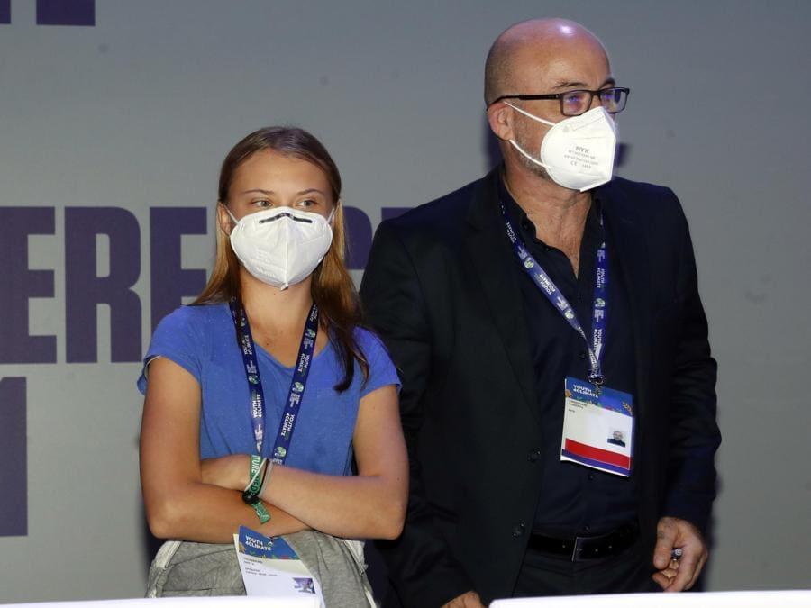 """Greta Thumberg e  Roberto Cingolani, ministro per la Transizione ecologica, alla conferenza  """"Youth4climate: driving ambition Italy 2021"""" (ANSA / MATTEO BAZZI)"""