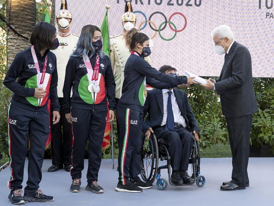 Sergio Mattarella  alla cerimonia di restituzione della bandiera da parte degli atleti italiani