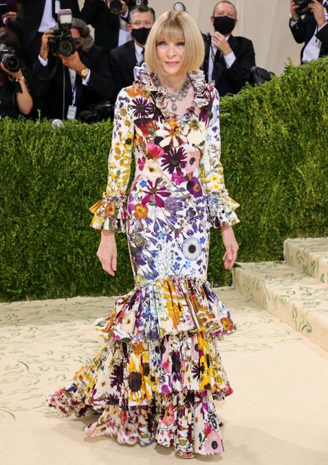 Anna Wintour indossa un abito Oscar de la Renta (Photo by Theo Wargo / Getty images North America   / Getty Images via AFP)