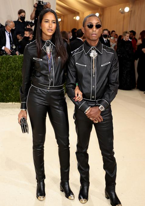 Helen Lasichanh e Pharrell Williams, entrambi in Chanel  (Photo by Dimitrios Kambouris / Getty images North America    / Getty Images via AFP)