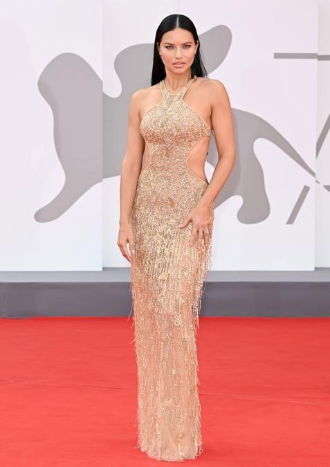 Adriana Lima indossa Etro