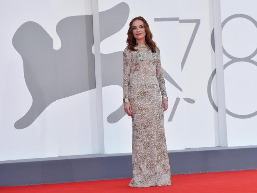 Isabelle Huppert con un abito Giorgio Armani Privé