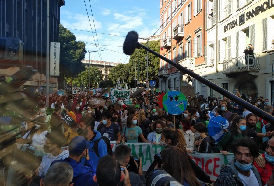 Un momento della manifestazione del Justice Climate Platform in occasione del Fridays for future, Milano (ANSA / Paolo Verdura)