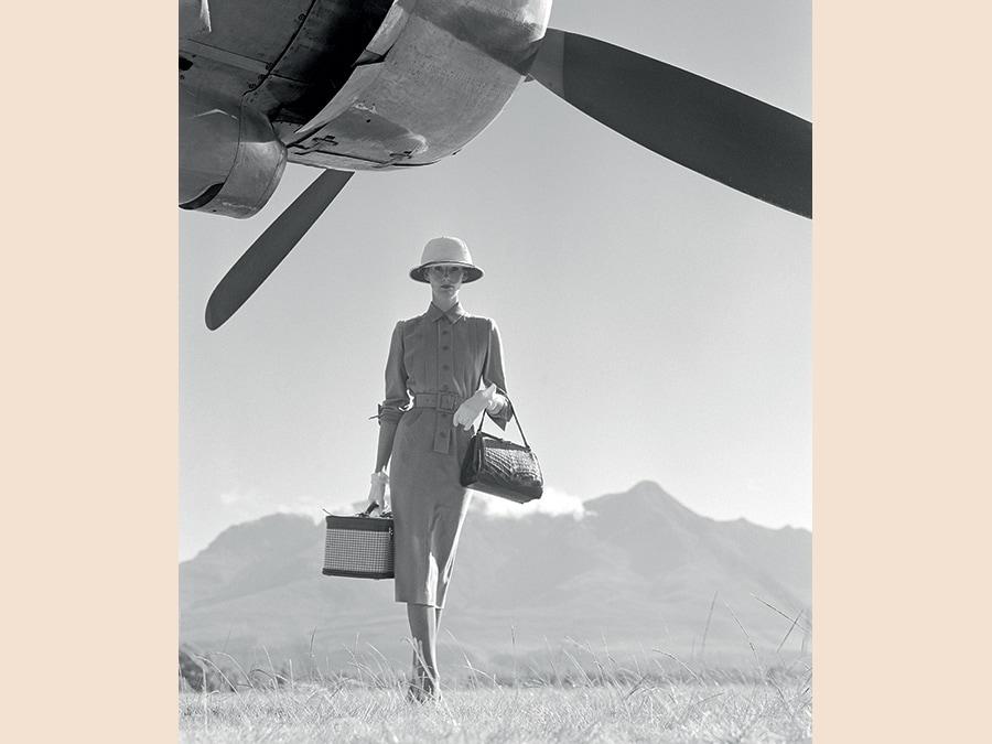 Wenda Parkinson fotografata da Norman Parkinson a Nairobi, Kenya, per Vogue nelò 1951