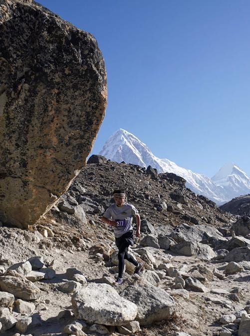 Una fase della Tenzing-Hillary Everest Marathon. Più di 224 runners, 160 stranieri, provenienti da 30 nazioni. (Photo by Handout / Tenzing-Hillary Everest Marathon / AFP)