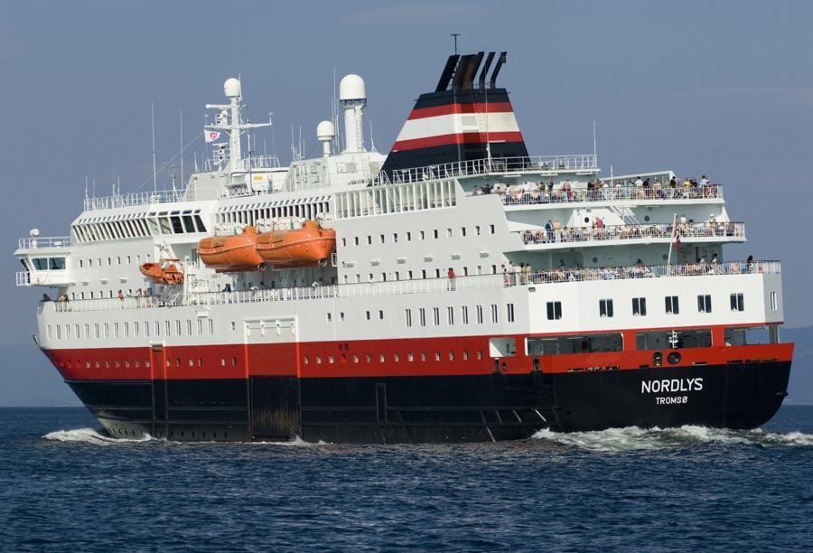 """La Hurtigruten """"Nordys"""" sulla crociera delle aurore boreali (foto Terje RakkeNordic life - Visitnorway.com)"""