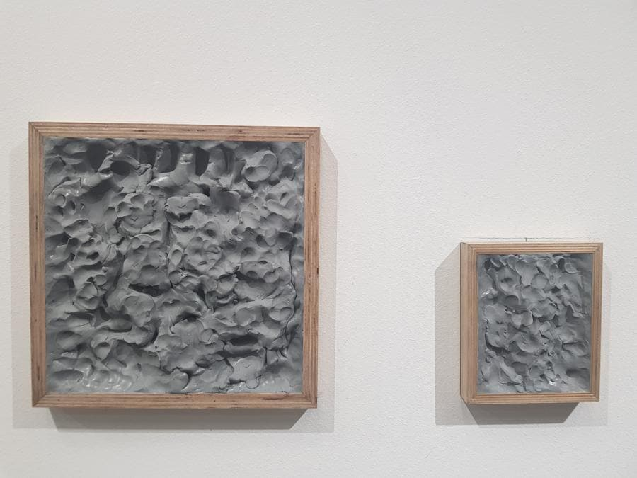 Giorgi Chkheidze, untitled, 2019. Plastilina su tavola, dimensioni variabili. 600 & 300 dollari. Galleria Erti.