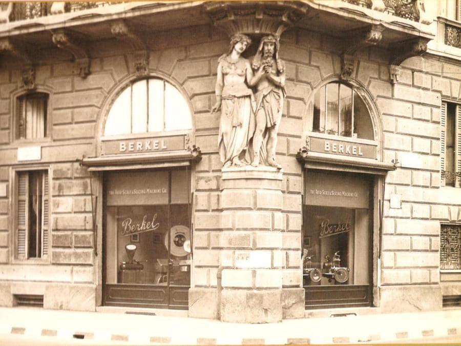 """Il negozio Berkel di Piazza Cordusio a Milano Dal 19 al 21 ottobre al Museo della Scienza e della Tecnologia """"Leonardo da Vinci"""" di Milano Berkel festeggia il proprio 120° anniversario con un viaggio nel tempo"""