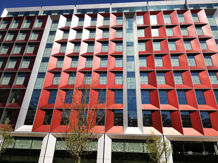 Le facciate Focchi di 245 Hammersmith Road a Londra, contractor Leandlease