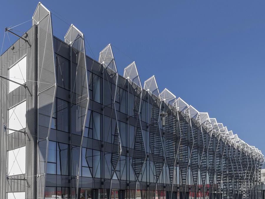 Il Pixel Building all'interno del Kilometro Rosso di Bergamo, progetto di Studio De Ferrari Architetti e facciate BodinoDa cercare