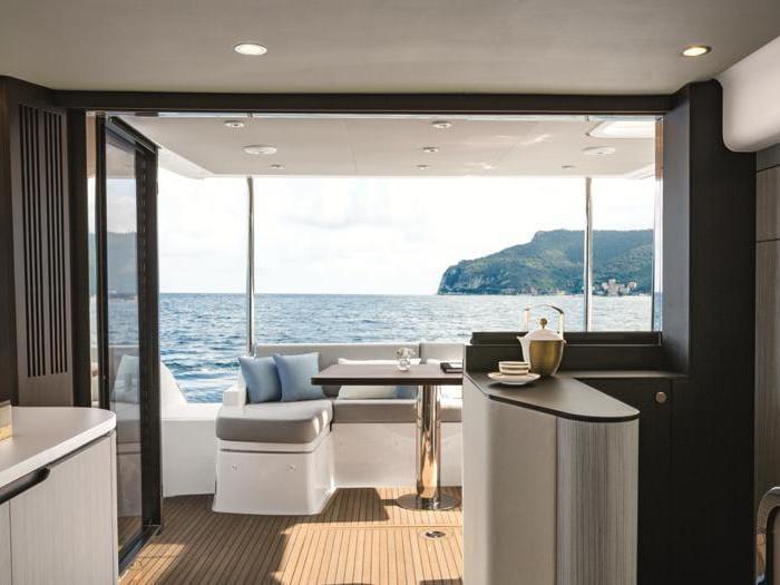 In barca come nel salotto della villa al mare