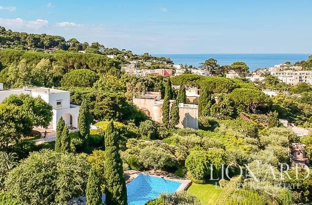 In vendita la villa di Capri dove soggiornò Totò - Il Sole ...
