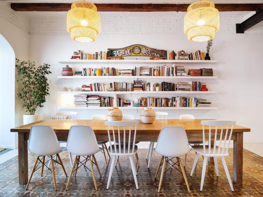 Airbnb Plus, appartamento Barcellona. Airbnb Plus è una selezione di case che offrono la massima qualità, con host che si distinguono per le ottime recensioni e l'attenzione ai particolari. Ogni casa viene verificata attraverso un controllo qualità di persona per garantire i più alti standard di eccellenza e design