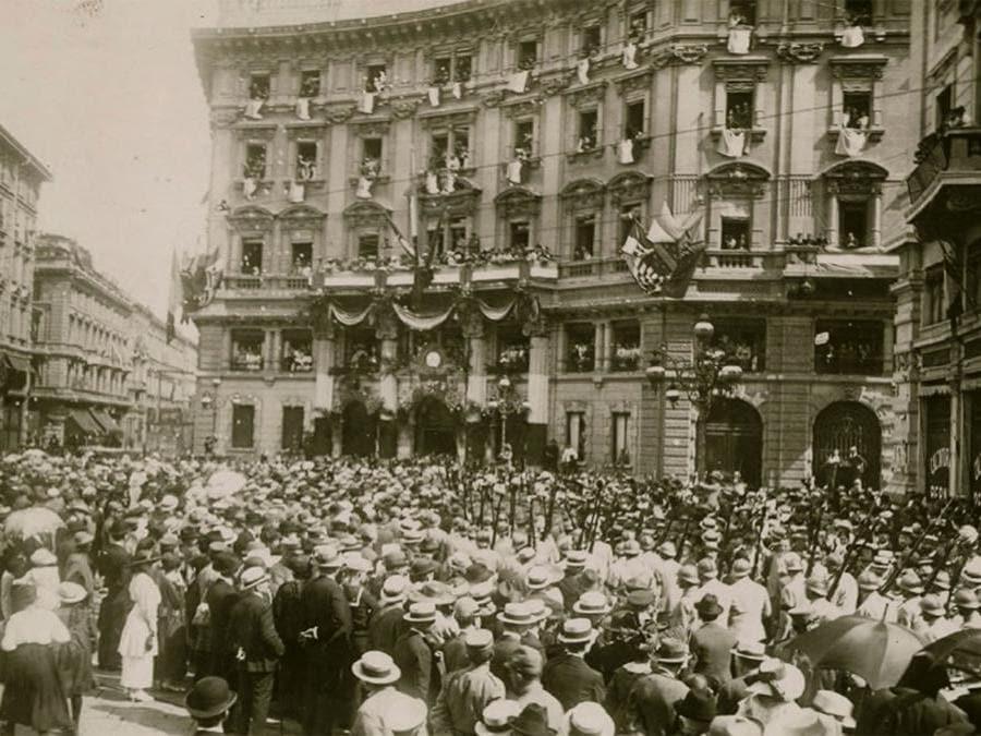 Passaggio di Truppe Alleate per Piazza Cordusio, 1918