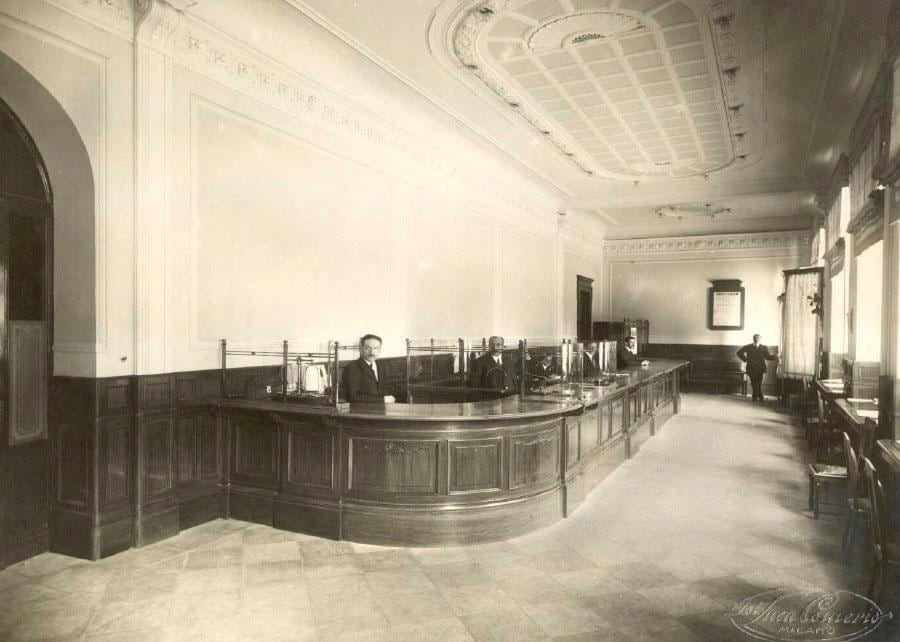 Ufficio Cambio all'interno del Palazzo di Cordusio, Milano 1914