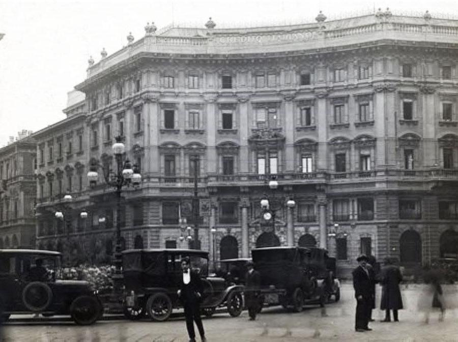 Veduta di Piazza Cordusio negli anni '20