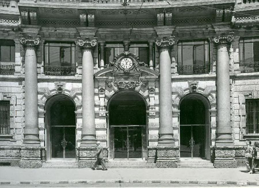 Entrata della sede di Milano, anni '60