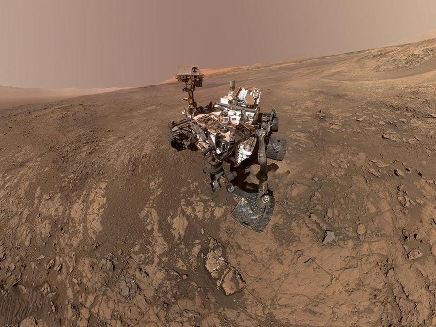 Curiosity Mars Rover della NASA scatta un autoritratto in un sito chiamato Vera Rubin Ridge sulla superficie di Marte nel febbraio 2018. Courtesy NASA/JPL-Caltech/MSSS/Handout via REUTERS