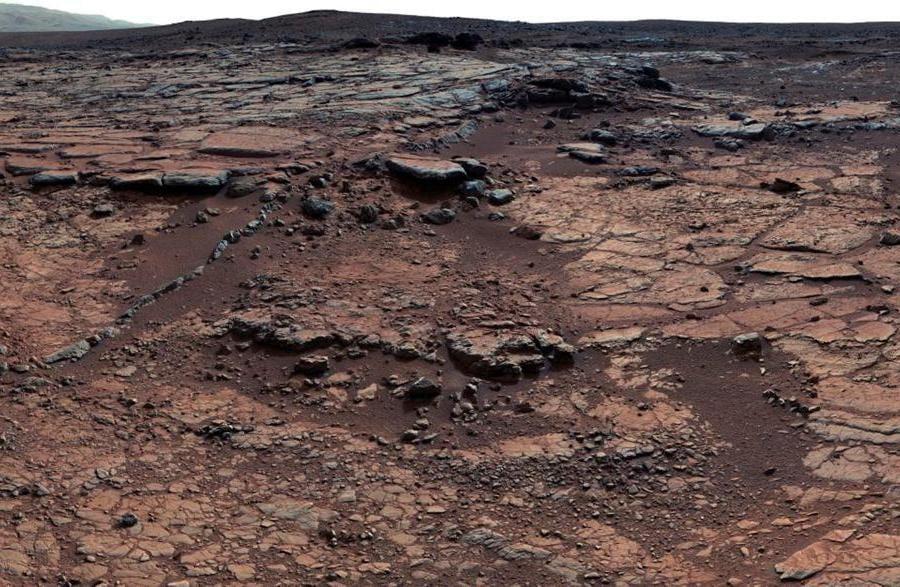 Questo mosaico di immagini del rover Mars Curiosity della NASA mostra membri geologici della formazione di Yellowknife Bay su Marte in questa foto del 24 dicembre 2012. REUTERS/NASA/Handout via Reuters