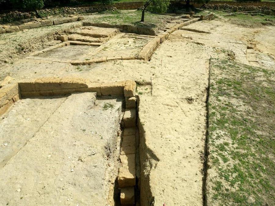 Agrigento, teatro ellenistico, fondazione a cameroni