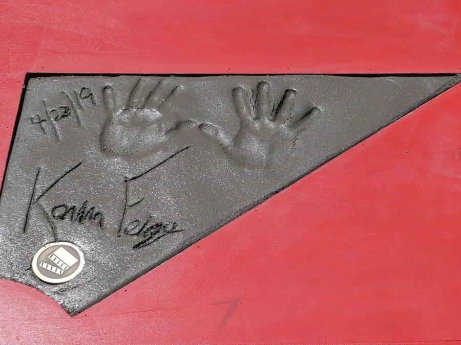 Le impronte delle mani del presidente degli studi Marvel  Kevin Feige.  EPA/NINA PROMMER