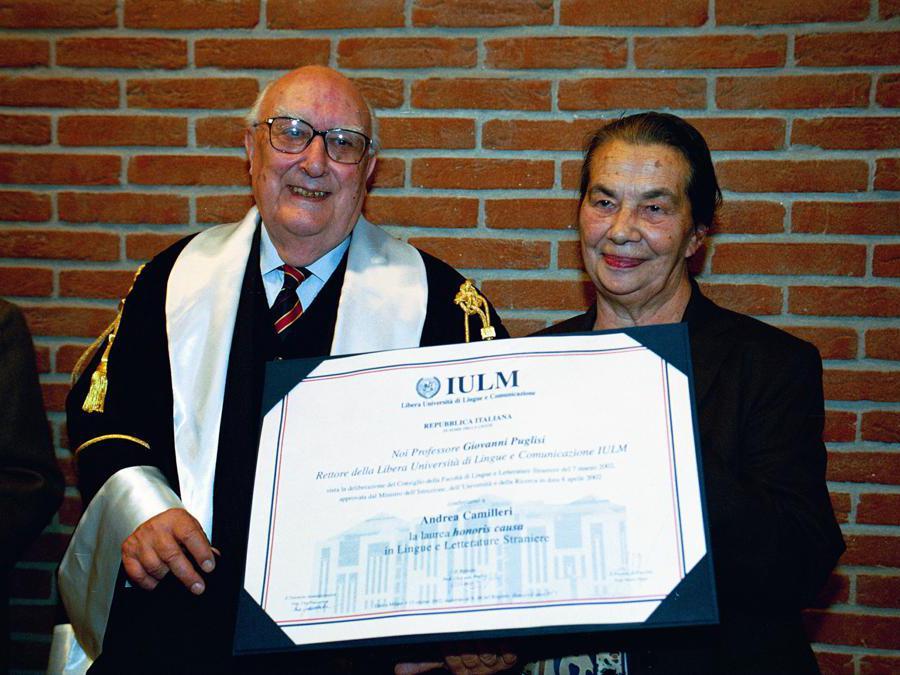 2002. Laurea honoris causa in Lingue e letteratura ad Andrea Camilleri allo Iulm (Fotogramma)