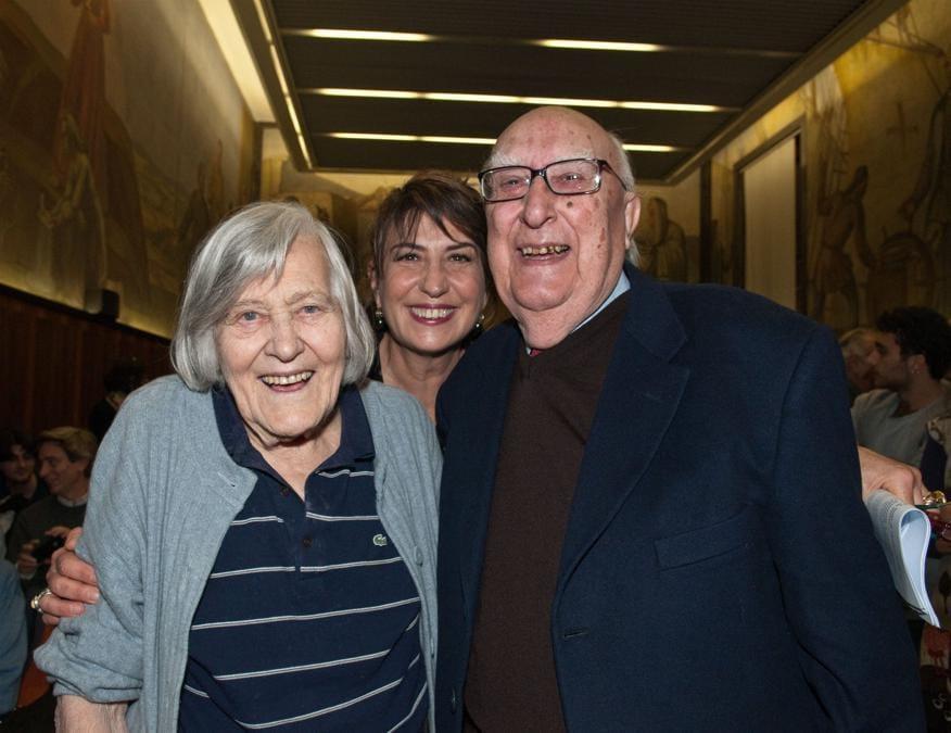 2011, Roma. Andrea Camilleri con Margherita Hack e Serena Dandini (Fotogramma)