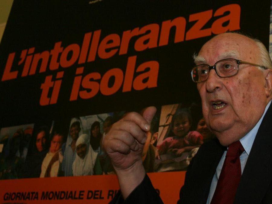2007, Roma. Andrea Camilleri alla Giornata mondiale del rifugiato 2007, organizzata dall'Unhcr(Ansa)