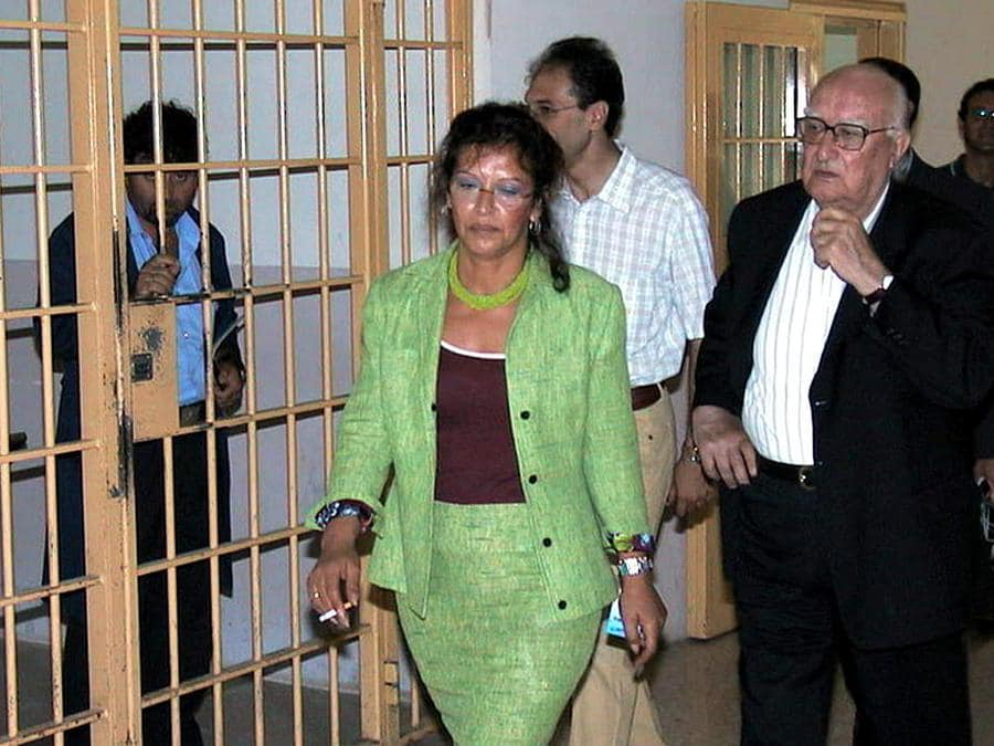 2002, Agrigento.  Andrea Camilleri nel carcere di Contrada Petrusa(Ansa)