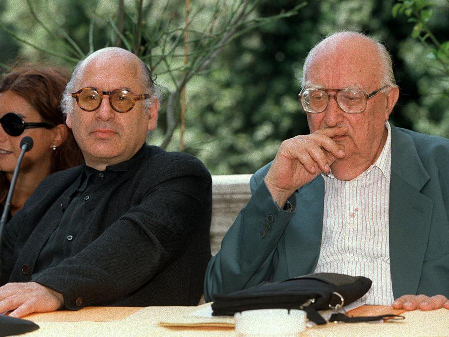 1999, Roma. Michael Nyman con Andrea Camilleri alla presentazione dell'Estate catanese,  rassegna di musica, teatro, cinema e letteratura(Ansa)