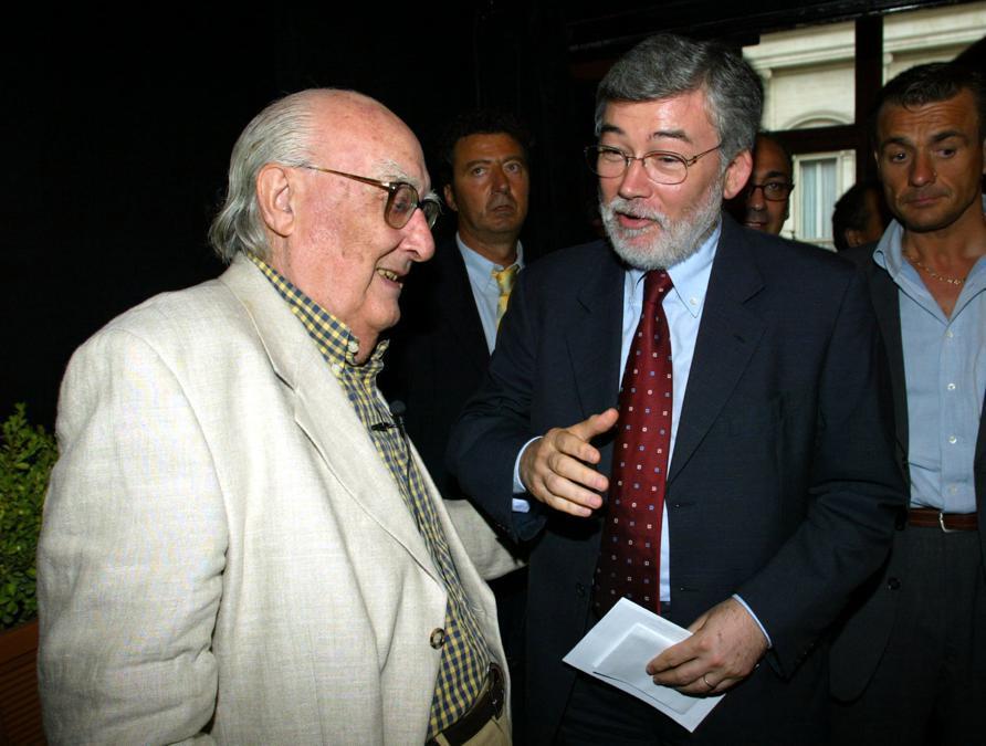 2003, Roma. Andrea Camilleri con Sergio Cofferati (Ansa)