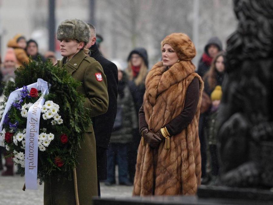Varsavia. A destra, l'ambasciatrice statunitense Georgette Mosbacher (Epa)