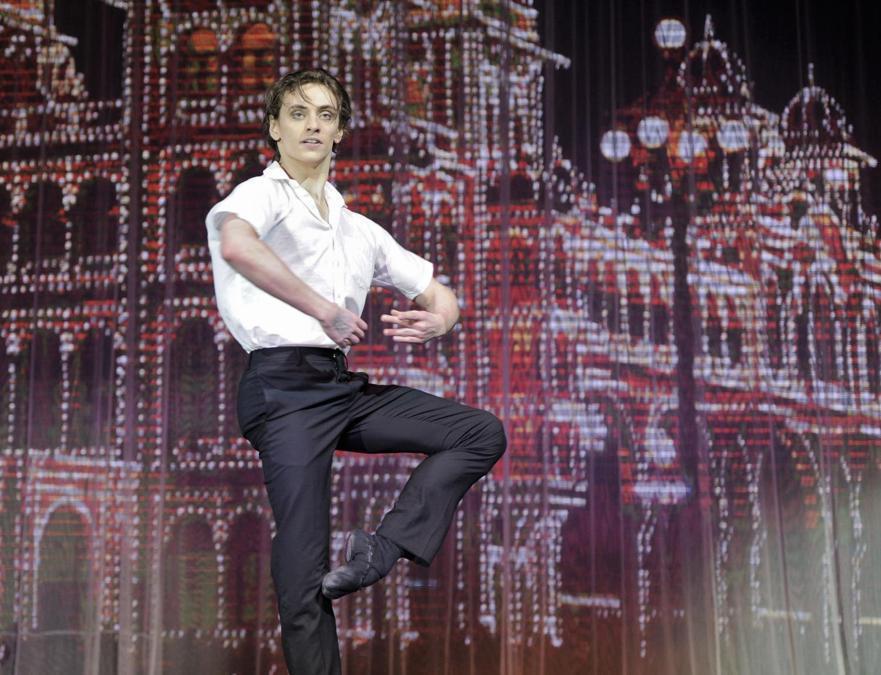 Il primo ballerino del Teatro Musicale Accademico Stanislavski e Nemirovich-Danchenko di Mosca, Sergei Polunin, durante l'esibizione di stelle del balletto mondiale nel palcoscenico del complesso moderno Galaktika (Galaxy) nell'ambito del programma culturale Olimpiadi di Sochi 2014. (Alexey Maishev/Sputnik)