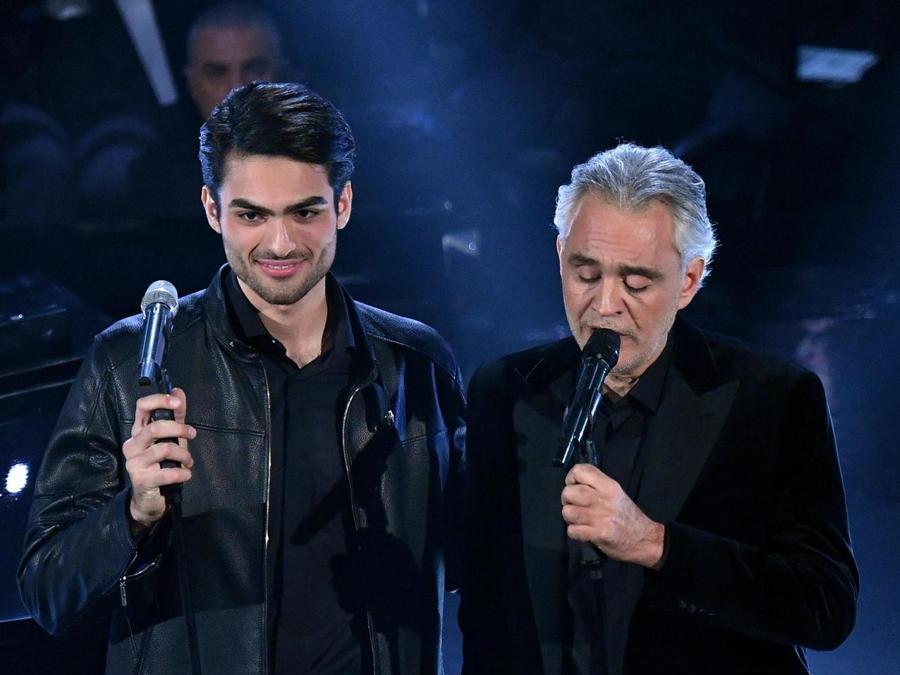 Andrea Bocelli con suo figlio  Matteo.  (Ansa / Ettore Ferrari)