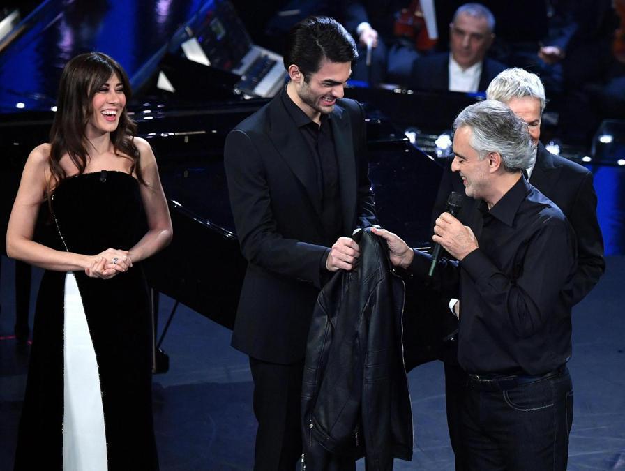 Virginia Raffaele,  Andrea Bocelli (a destra) con il figlio  Matteo.  (Ansa / Ettore Ferrari)