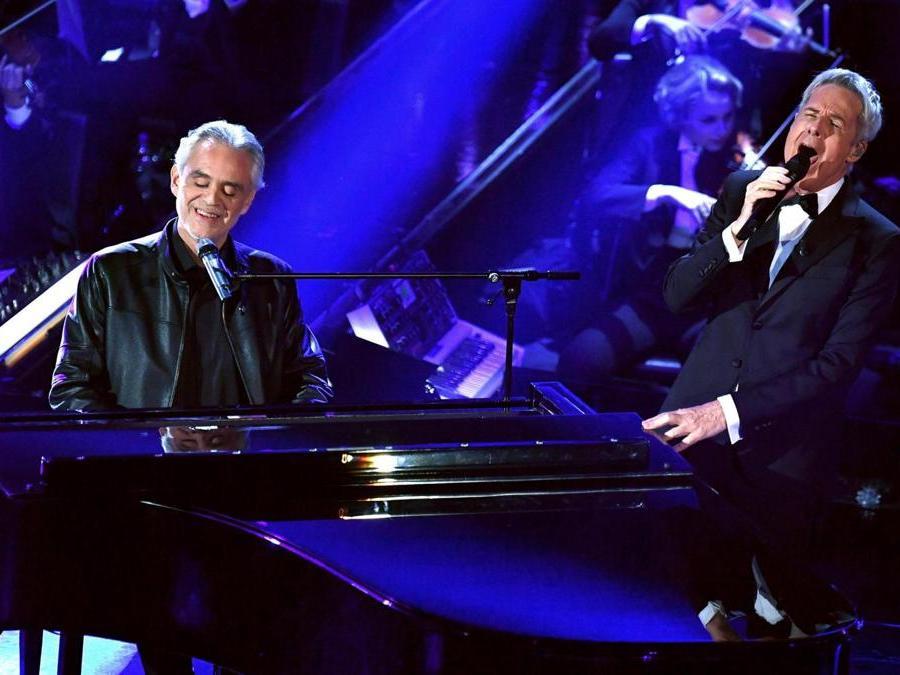 Andrea Bocelli con  Claudio Baglioni.  (Ansa / Ettore Ferrari)