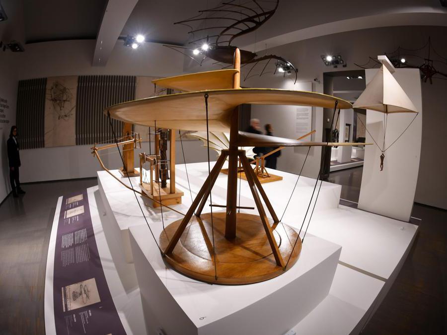 """""""Leonardo da Vinci. La scienza prima della scienza """". Una riproduzione di """"Elicottero"""" di Leonardo da Vinci (Vite aerea, 1487-1490). (Photo by Alberto Pizzoli / Afp)"""