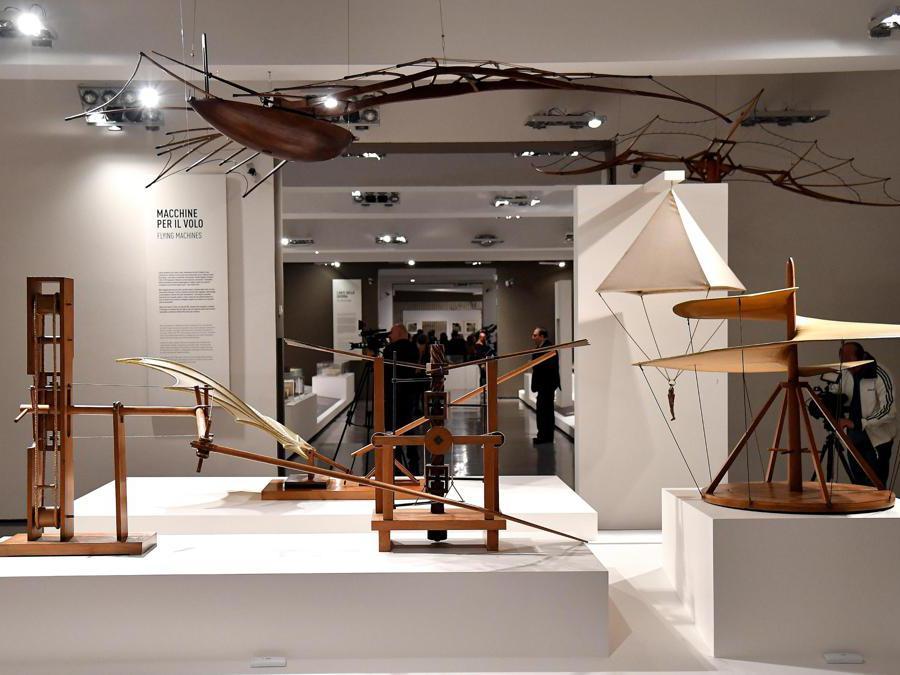 """""""Leonardo da Vinci. La scienza prima della scienza """". Alcuni modelli in legno ispirati ai disegni di Leonardo Da Vinci. (Ansa / Ettore Ferrari)"""