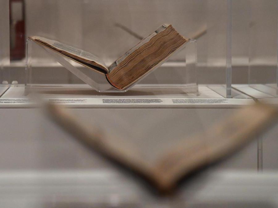 """""""Leonardo da Vinci. La scienza prima della scienza """". I libri della biblioteca di Leonardo. (Ansa / Ettore Ferrari)"""