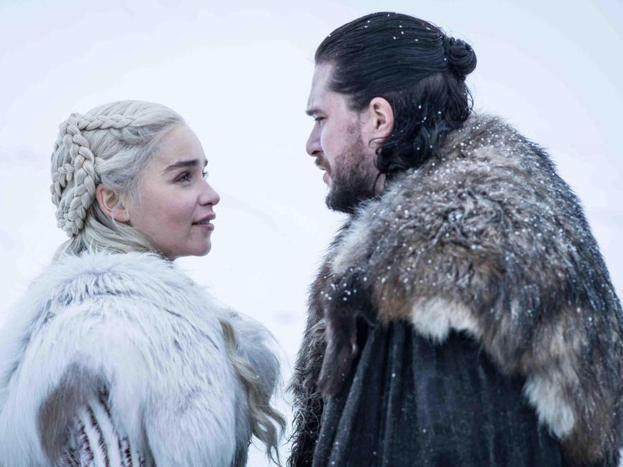La regina dei draghi Daenerys Targaryen e Jon Snow.(Ansa)