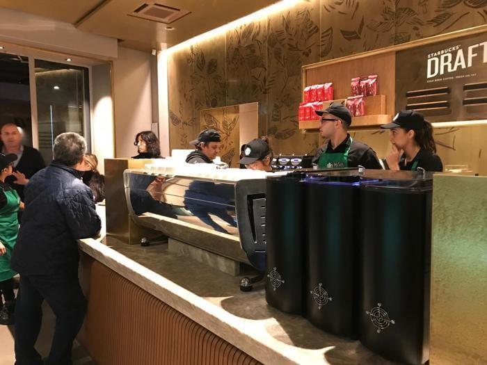 Starbucks, poker a  Milano