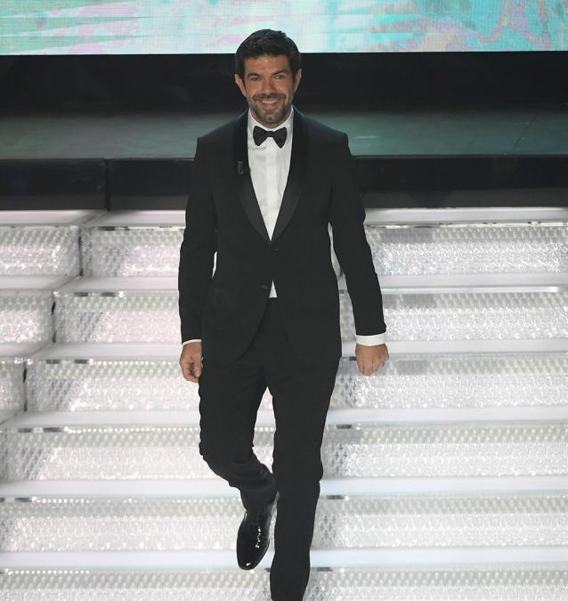 "Pierfrancesco Favino ha indossato smoking ""Made to Measure"" di Giorgio Armani"