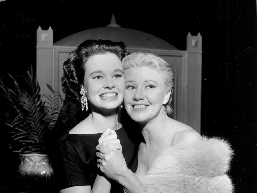 Gloria Vanderbilt e Ginger Rogers nell'ottobre del 1954 a New York City (AP Photo)