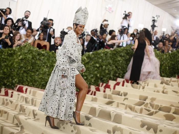 Angeli, dee, sacerdoti: la moda diventa religione al Met Gala