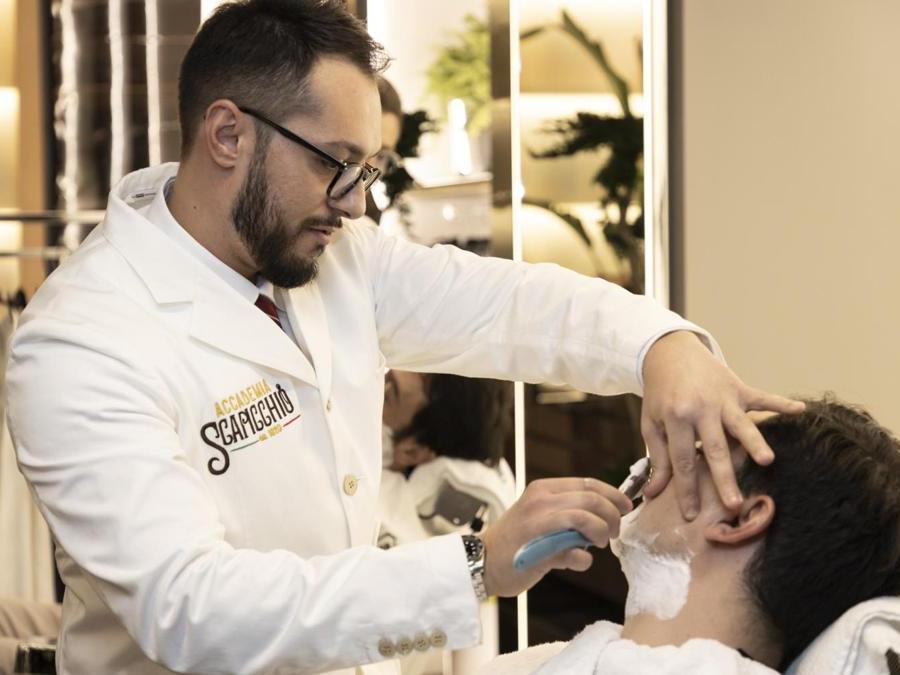 Il temporary barber shop Scapicchio di via Montenapoleone a Milano